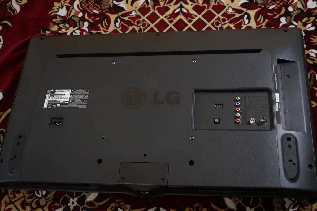 Ремонт телевизора LG 32LF550U. Ремонт подсветки и доработка блока питания EAX66171501 LGP32D-15CH1 PLDC-L401A (ограничение тока подсветки). Личинки гусеницы в телевизоре.